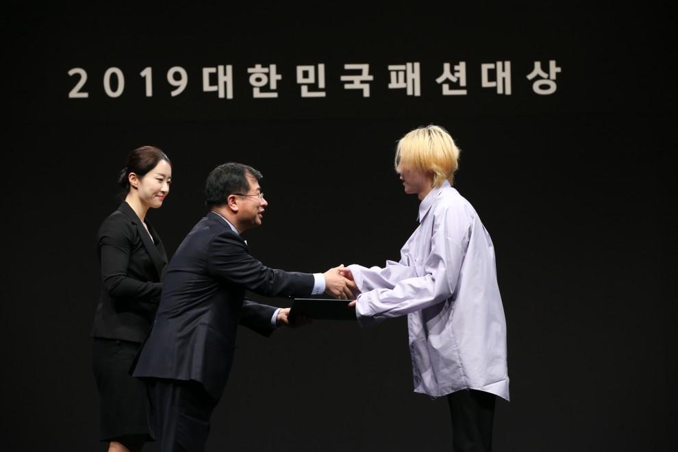 2019 대한민국패션대상_은상 알에스브이피 <br/> 1